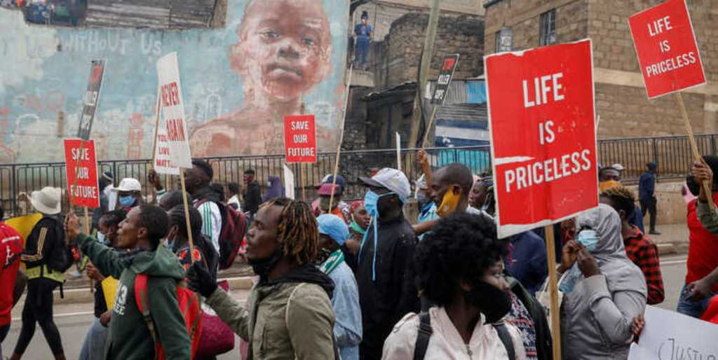 Kenyans protest cop who allegedly killed man over sanitizer