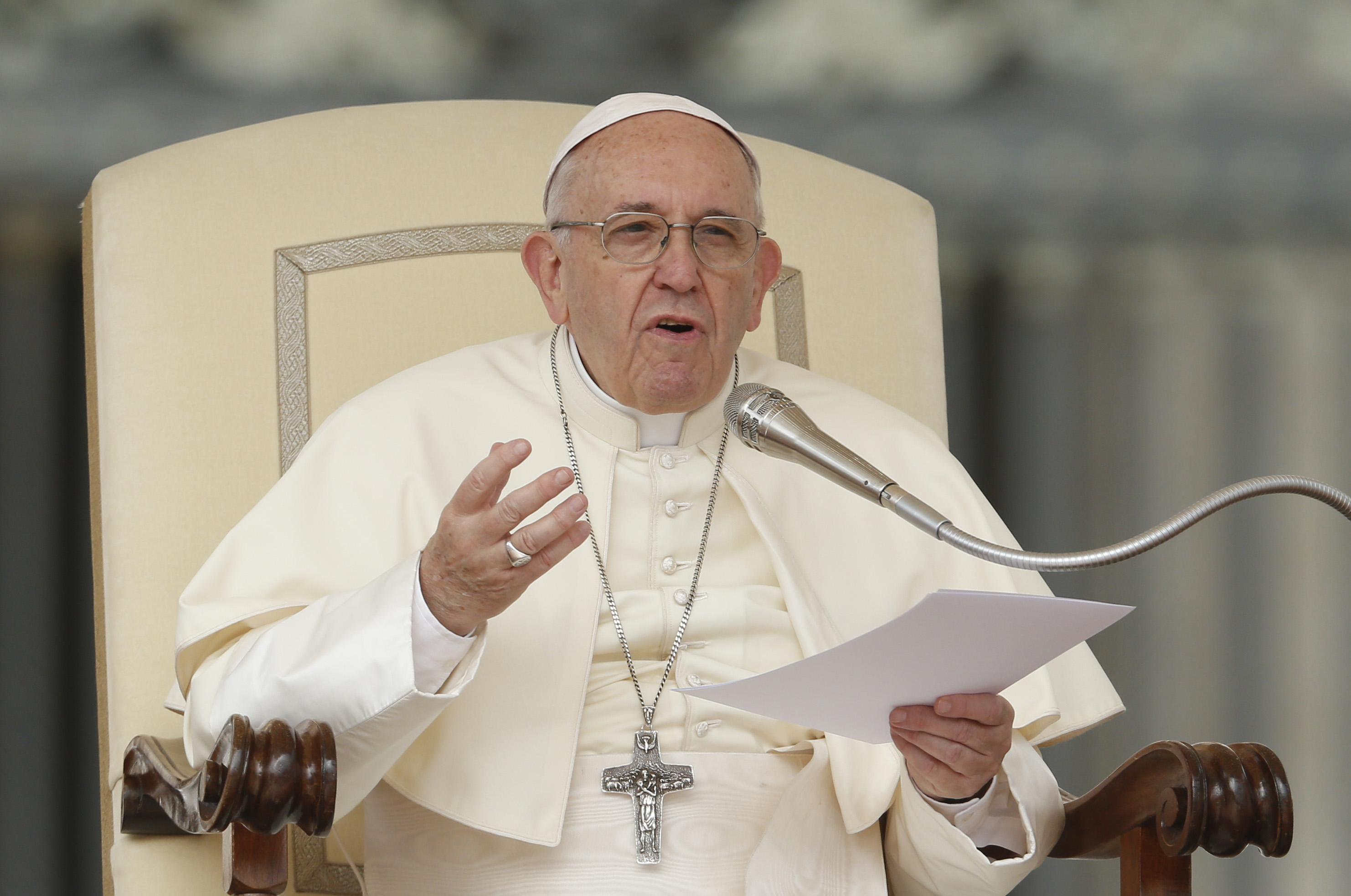 Pope Francis starts Africa tour in Mozambique