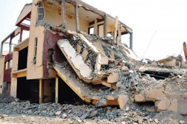 Nairobi building collapses on petrol station