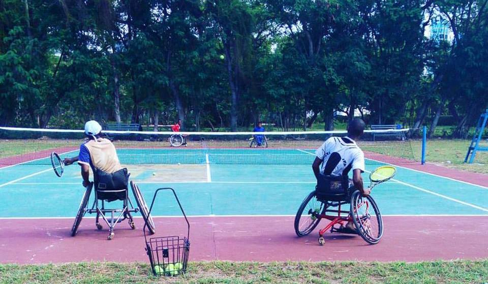 Wheelchair team players get tennis body support