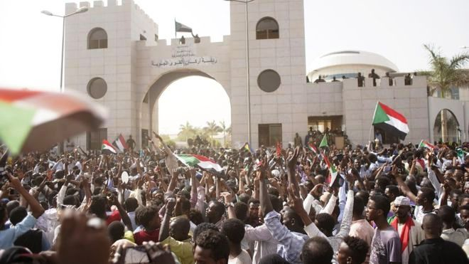 Sudan army keeps public in anxiety over Al Bashir's fate