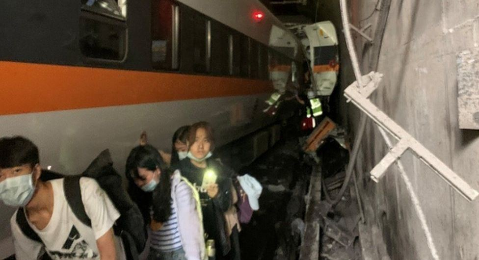 At least 40passengers die, 200 trapped as train derails in Taiwan