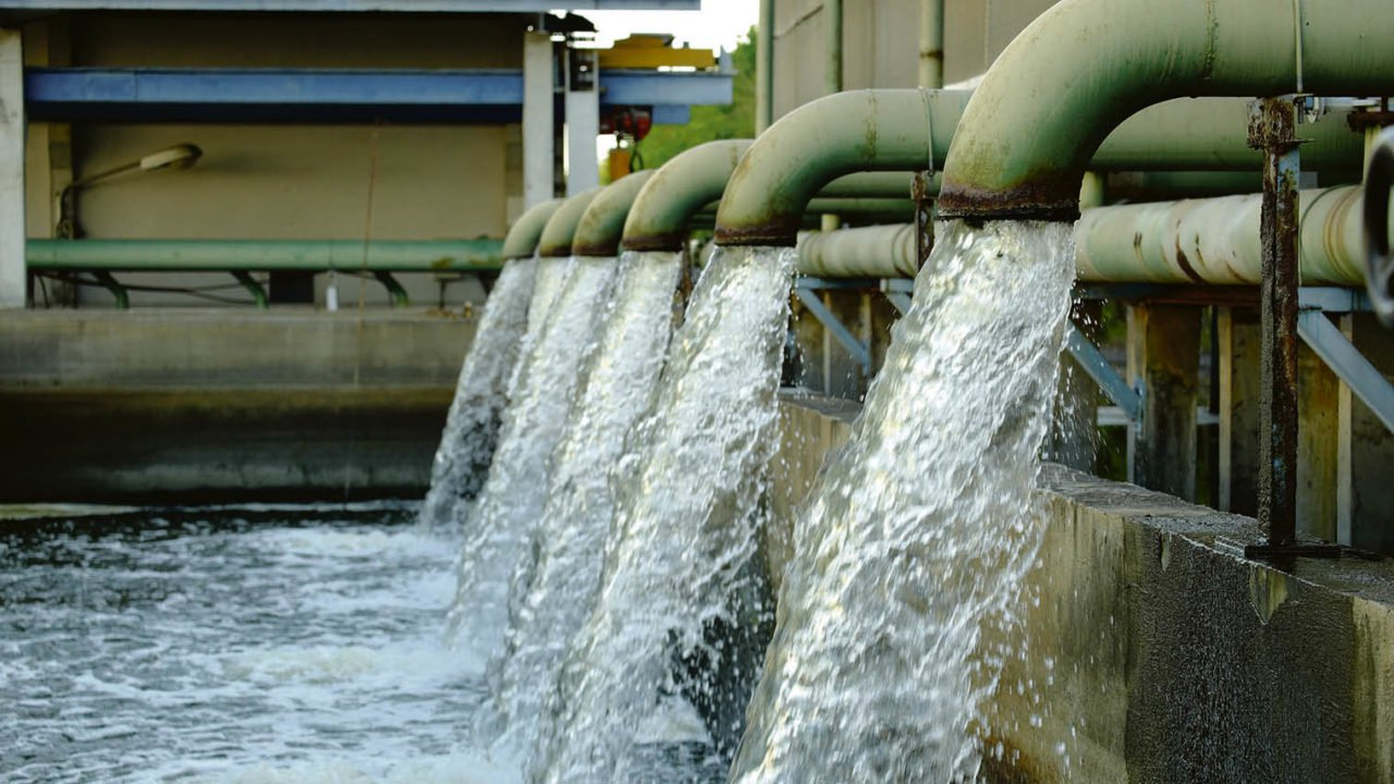 Water project contractors told to resume work
